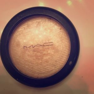 MAC double gleam